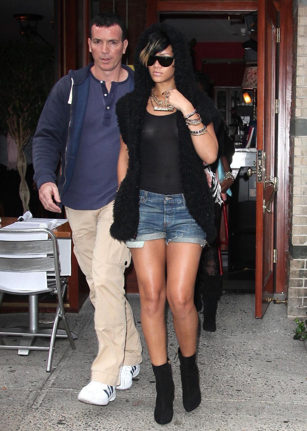 Rihanna_TitsThruBlack_9.jpg