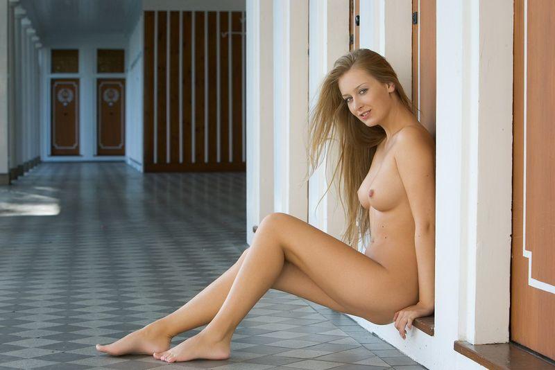 blonde hallway (17).jpg
