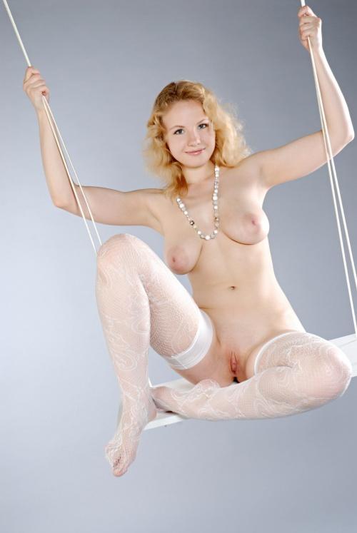 blonde swinger (11).jpg