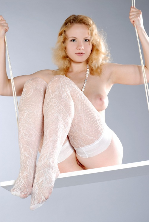 blonde swinger (15).jpg