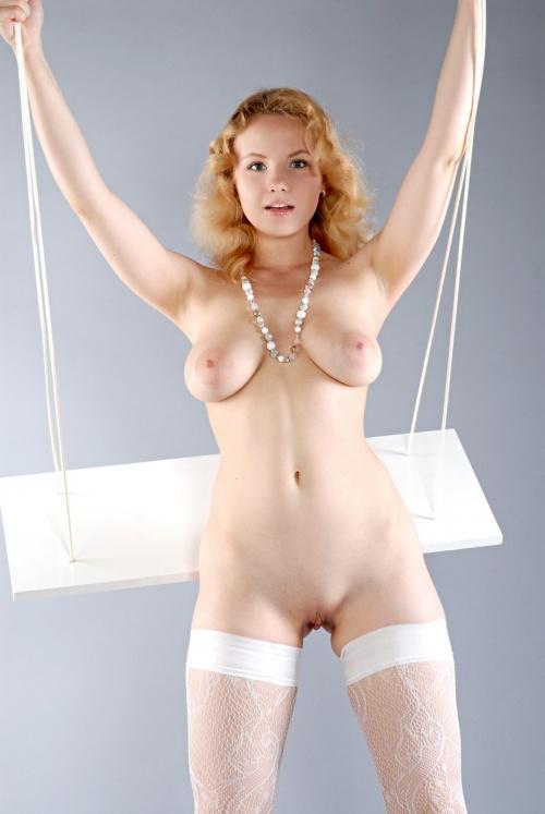 blonde swinger (2).jpg
