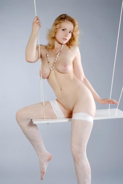 blonde swinger (6).jpg