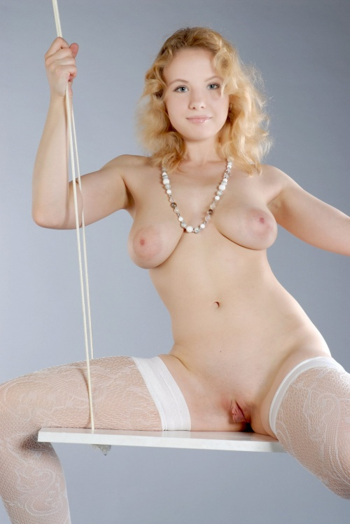 blonde swinger (8).jpg
