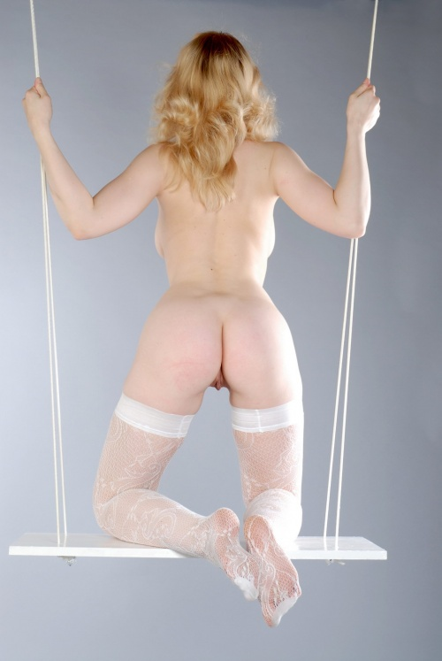blonde swinger (9).jpg