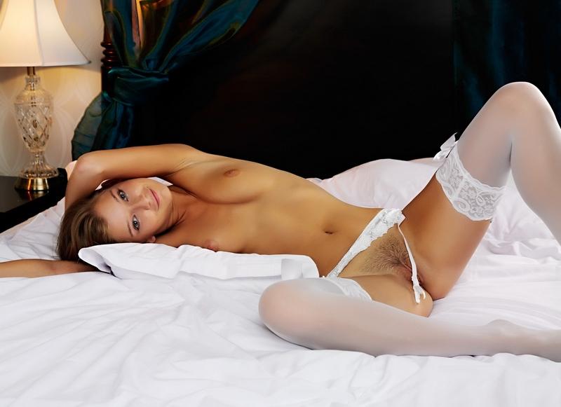 голые в белом белье фото