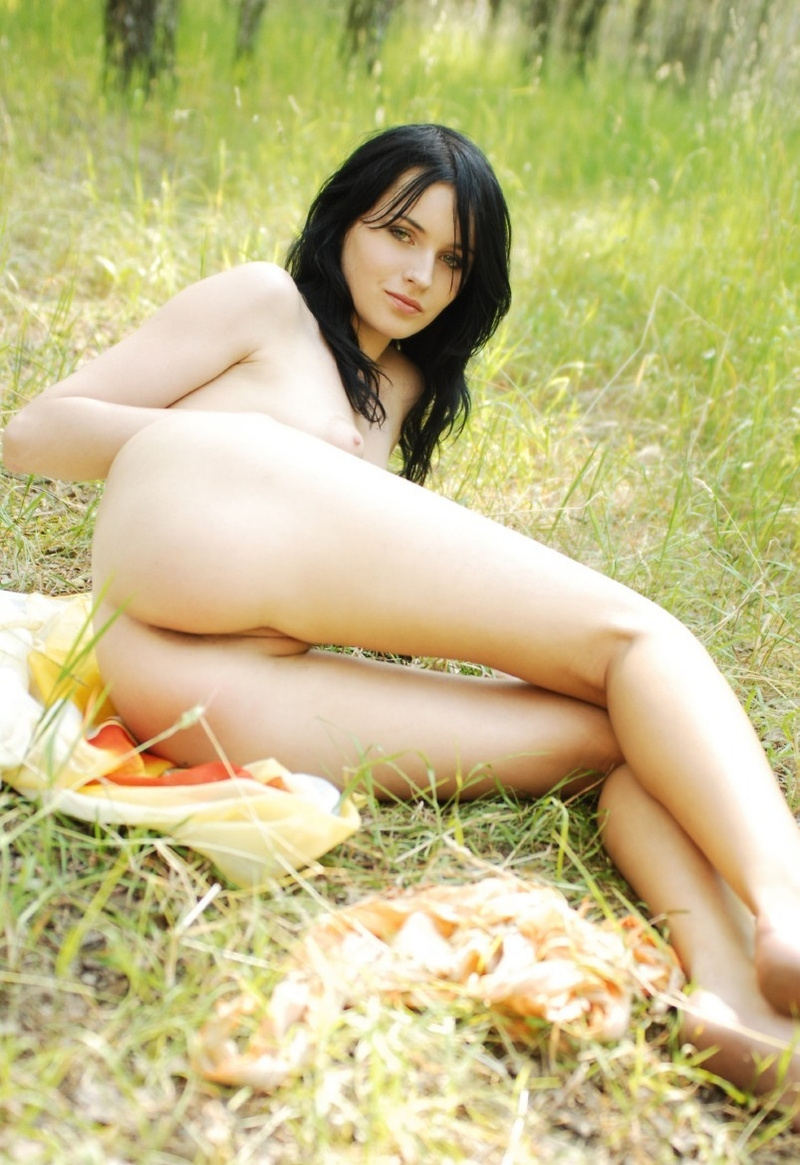 nude forest girl (15).jpg