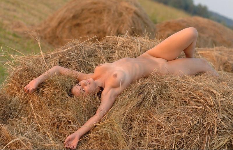 деревенские голые женщины лежат фото