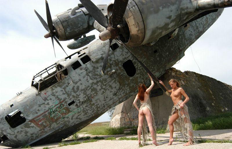 Девченки - извращенки, любят мертвые ржавые самолеты, аэронекрофилия