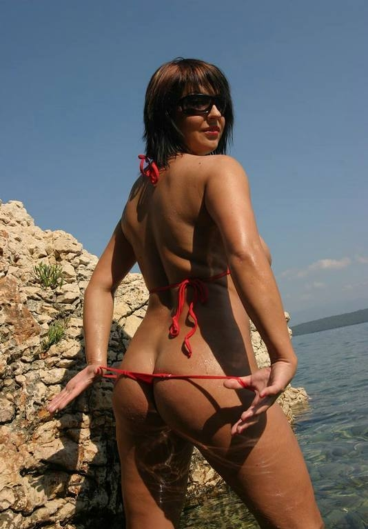 red bikini and sunglasses (12).jpg