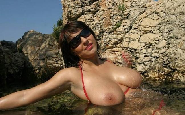 red bikini and sunglasses (16).jpg