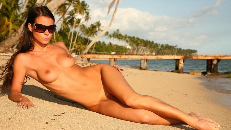 фото пляжных девушек голышом