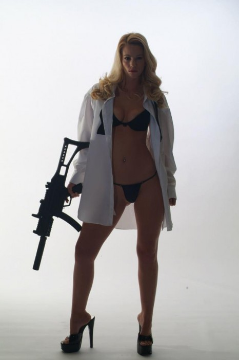sexy woman with machine gun.jpg