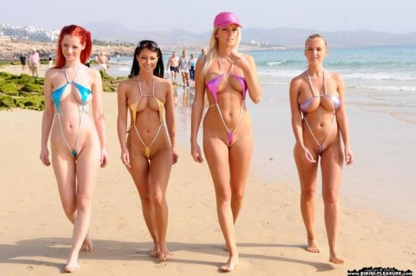 фото голых в бикини