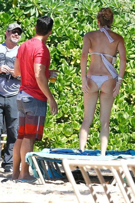 LeAnn Rimes bangtidy net 416028 466x700 LeAnn Rimes – wearing a bikini in Mexico