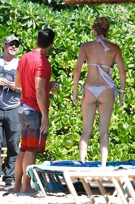 LeAnn Rimes bangtidy net 416032 466x700 LeAnn Rimes – wearing a bikini in Mexico