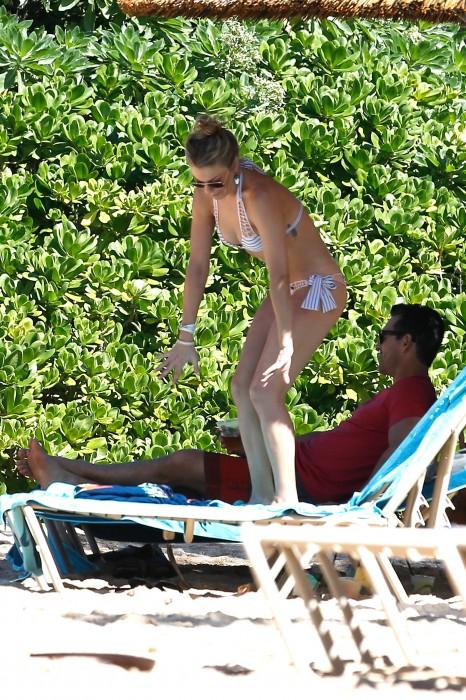 LeAnn Rimes bangtidy net 416041 466x700 LeAnn Rimes – wearing a bikini in Mexico