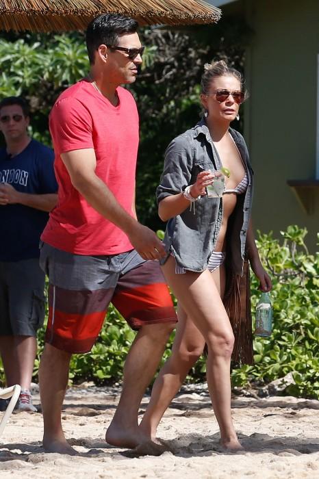 LeAnn Rimes bangtidy net 416044 466x700 LeAnn Rimes – wearing a bikini in Mexico