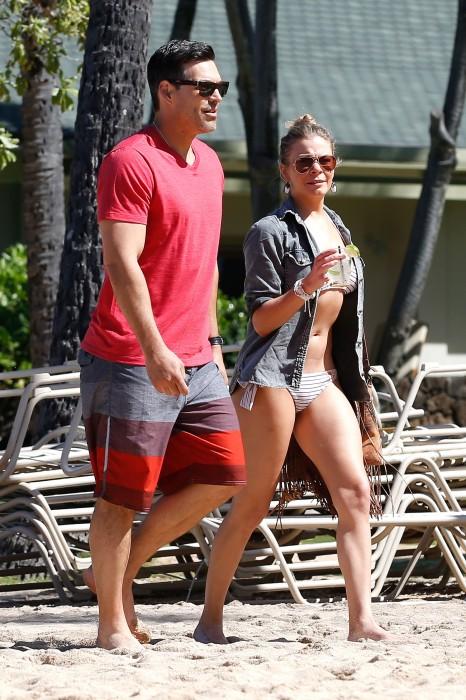 LeAnn Rimes bangtidy net 416047 466x700 LeAnn Rimes – wearing a bikini in Mexico
