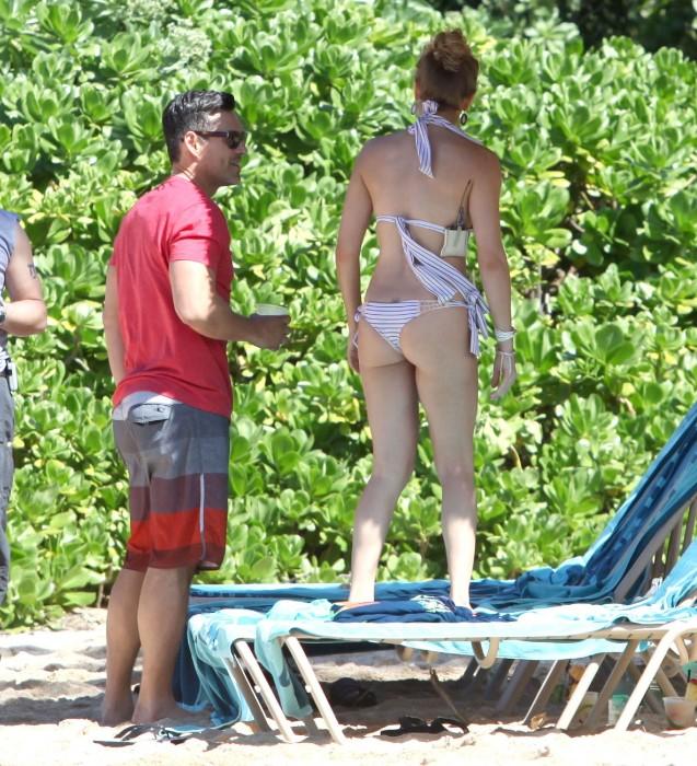LeAnn Rimes bangtidy net 416049 637x700 LeAnn Rimes – wearing a bikini in Mexico