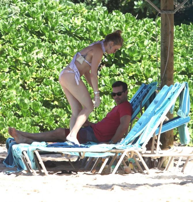 LeAnn Rimes bangtidy net 416051 670x700 LeAnn Rimes – wearing a bikini in Mexico