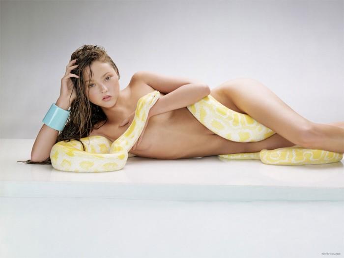 devon-aoki-nude-with-snake.jpg (74 KB)