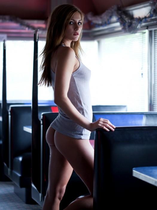 megan_dedousis_hooters_bikini_2.jpg (148 KB)