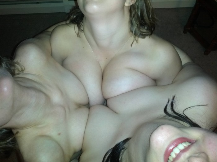 circle-of-boobs.jpg (247 KB)