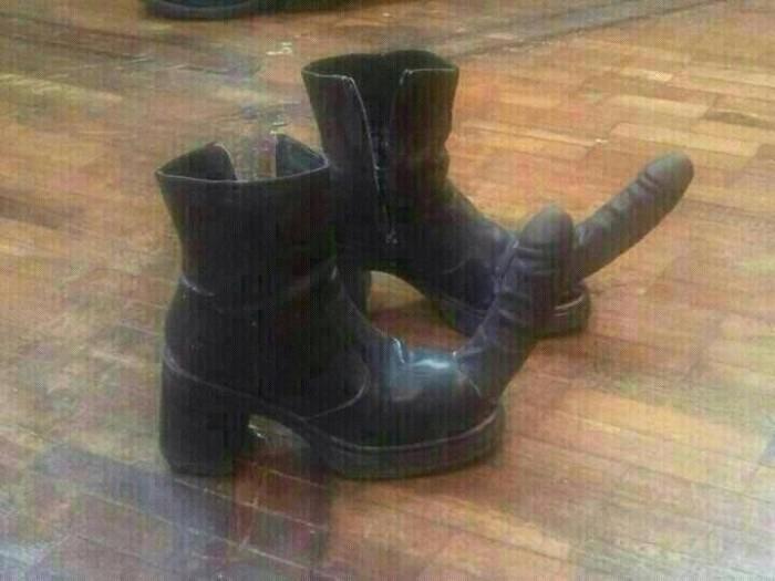 boots.jpg (43 KB)