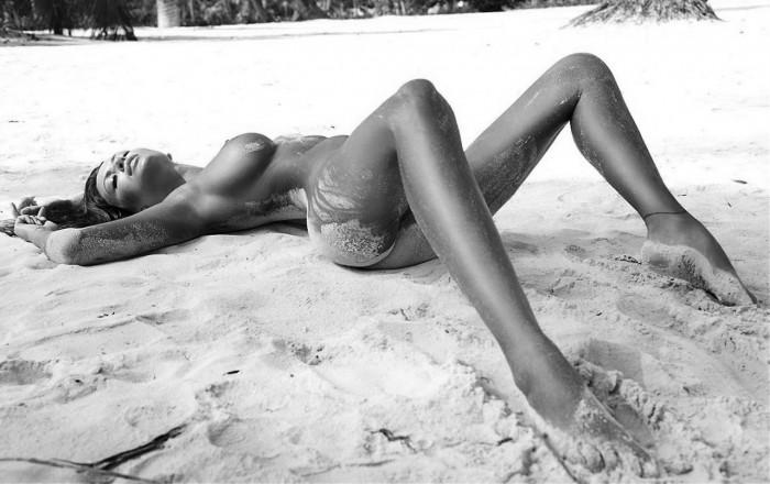 Пляжи голых девушек